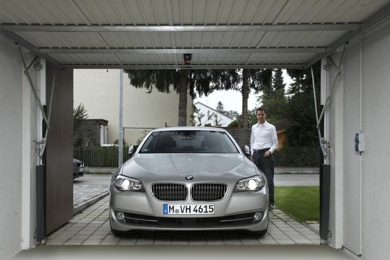 5er BMW mit der Fernbedienung steuern.