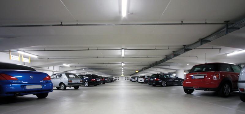 Sollen Strom sparen: Über 300 LED-Röhren ersetzen die bisher verwendeten herkömmlichen Leuchtstoffröhren.