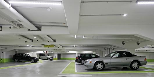 Hell und komfortabel: Das BREPARKhaus Violenstraße bietet jetzt auch XXL-Parkplätze. Foto: Brepark/Focke Strangmann