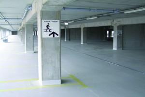 Das Parkhaus ist sicher und bietet gute Sicht. Das liegt an der lichten Architektur in Verbindung mit dem hellen, widerstandsfähigen Boden. Foto: StoCretec GmbH