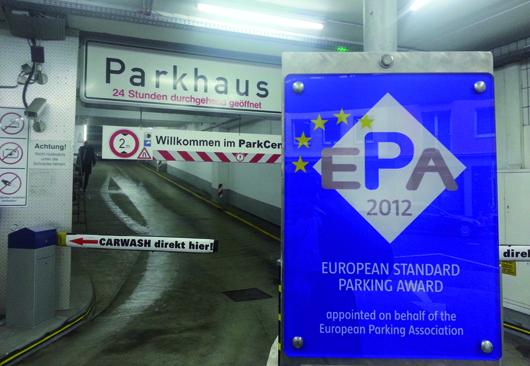 Das ParkCenter Kö in der Düsseldorfer Innenstadt wurde mit dem Internationalen Qualitätssiegel European Standard Parking Award ausgezeichnet. Foto: Parkhaus-Garage Hagemann/ParkCenter Kö