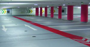 Um in der Tiefgarage Karlsbau Benutzerfreundlichkeit, Sicherheit und Orientierung dauerhaft sicherzustellen, hat die Betriebsgesellschaft Karlsbau Freiburg mbH das Parkhaus mit Triflex ProPark sanieren lassen.