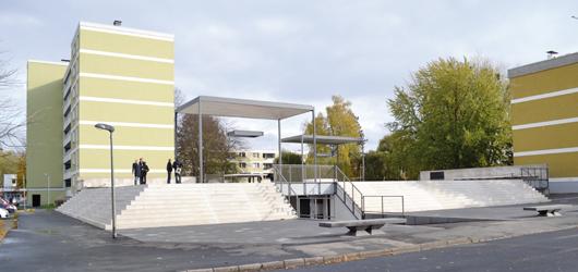 Der neu entstandene Quartiersplatz auf der Tiefgarage