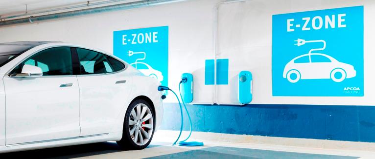 An rund 200 E-Ladestationen sollen APCOA-Kunden bis Ende 2016 ihre Elektroautos laden können.