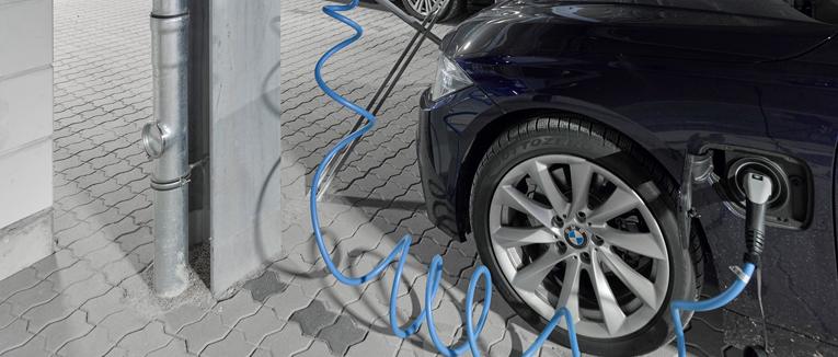 Für die Bechtle AG in Neckarsulm hat Goldbeck gemeinsam mit dem technischen Partner RTB eines der weltweit modernsten Mitarbeiterparkhäuser fertiggestellt. Mit 50 Ladepunkten für E-Autos sei es ein Meilenstein in Sachen Elektromobilität.