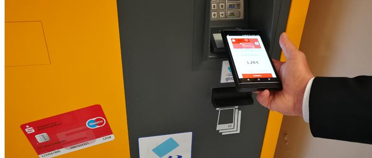 In der Parken Branche tut sich etwas in puncto smarte Bezahlmöglichkeit. Das Bezahlen mit dem Handy verbreitet sich immer mehr.