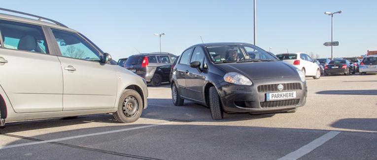 Die Parkplatzsuche in Ballungszentren ist häufig ein zeitaufwändiger und nervenaufreibender Vorgang. Entsprechend entfällt ein großer Teil des Verkehrs in europäischen Innenstädten auf die Parkplatzsuche.