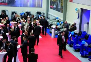 Viele Kunden und Geschäftspartner feiern gemeinsam mit Nilfisk-Advance die Eröffnung des neuen Schulungszentrums für den deutschsprachigen Raum.