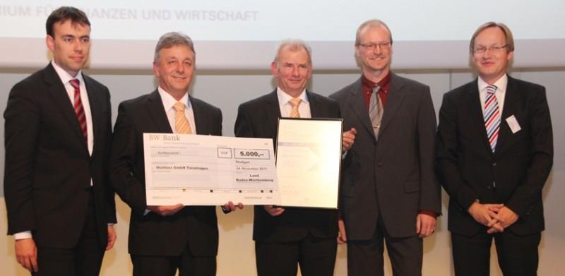 Innovationsleader aus dem Badischen: Rico Witzgall, Entwicklung Meißner GmbH (2. v.l.), Günther Meißner, Geschäftsführer Meißner GmbH (Mitte) nehmen die Glückwünsche von Finanz- und Wirtschaftsminister Dr. Nils Schmidt (links) entgegen.