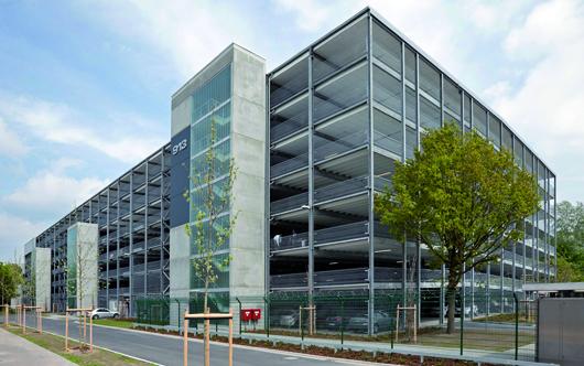Auf dem Werksgelände von Mercedes Benz in Bremen errichtete die Köster GmbH ein Parkhaus. Hier finden 2.050 Pkw auf sieben Geschossen Platz.   Foto: Köster