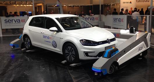 Der Parkroboter RAY in Aktion auf der BAU 2015 in München. Foto: Serva Transport Systems GmbH