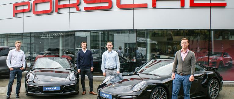 Freuen sich über die Zusammenarbeit mit Porsche: die vier evopark-Gründer (v. l.) Maximilian Messing, Marik Hermann, Tobias Weiper und Sven Lackinger.