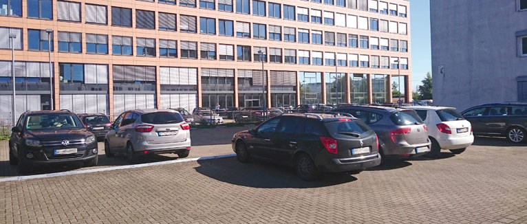 Auf einem Fimenparkplatz gelten zum Teil besondere Bestimmungen.