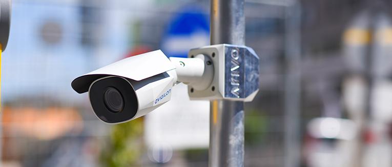 Kameras wie diese sorgen für eine automatische Kennzeichenerkennung. Foto: Arivo