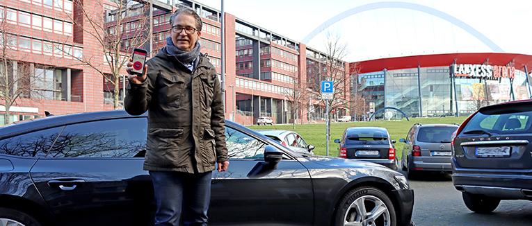 EasyPark – hier mit Country Manager Deutschland Nico Schlegel – will mit der Übernahme von PARK NOW seine globale Position stärken. – Foto: Marko Ruh